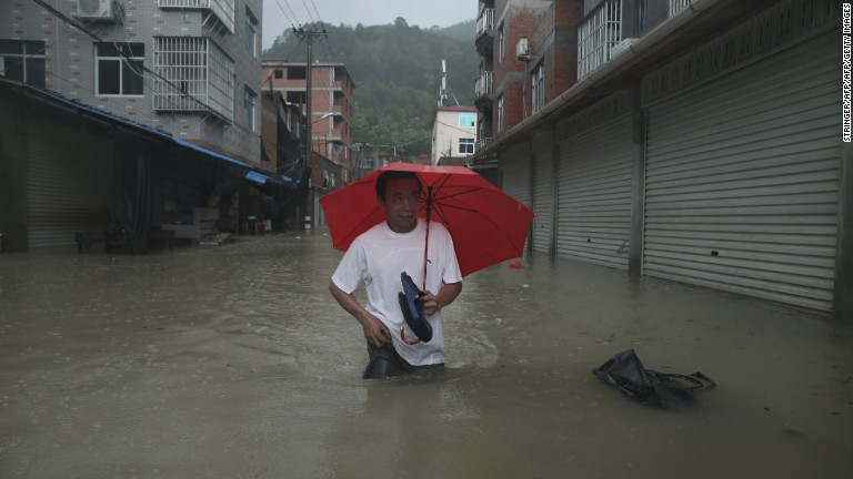 Deaths as typhoon lashes China