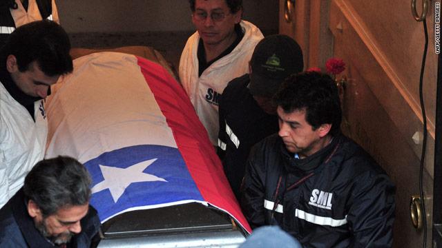 Exhuman los restos de Salvador Allende