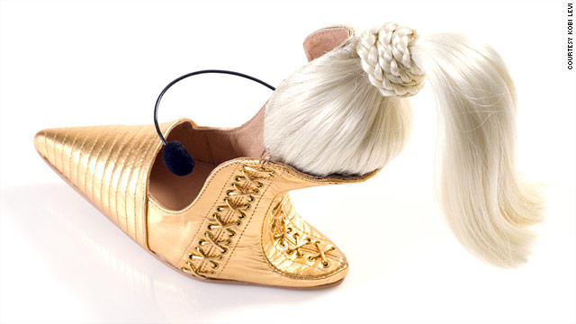 Esculturas en los pies de Kobi Levi