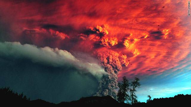 Puyehue volcano erupts in Chile