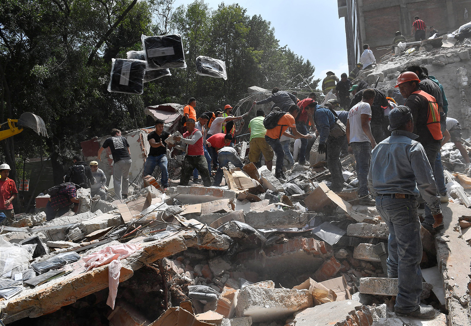 Photos show quake's destruction in Mexico