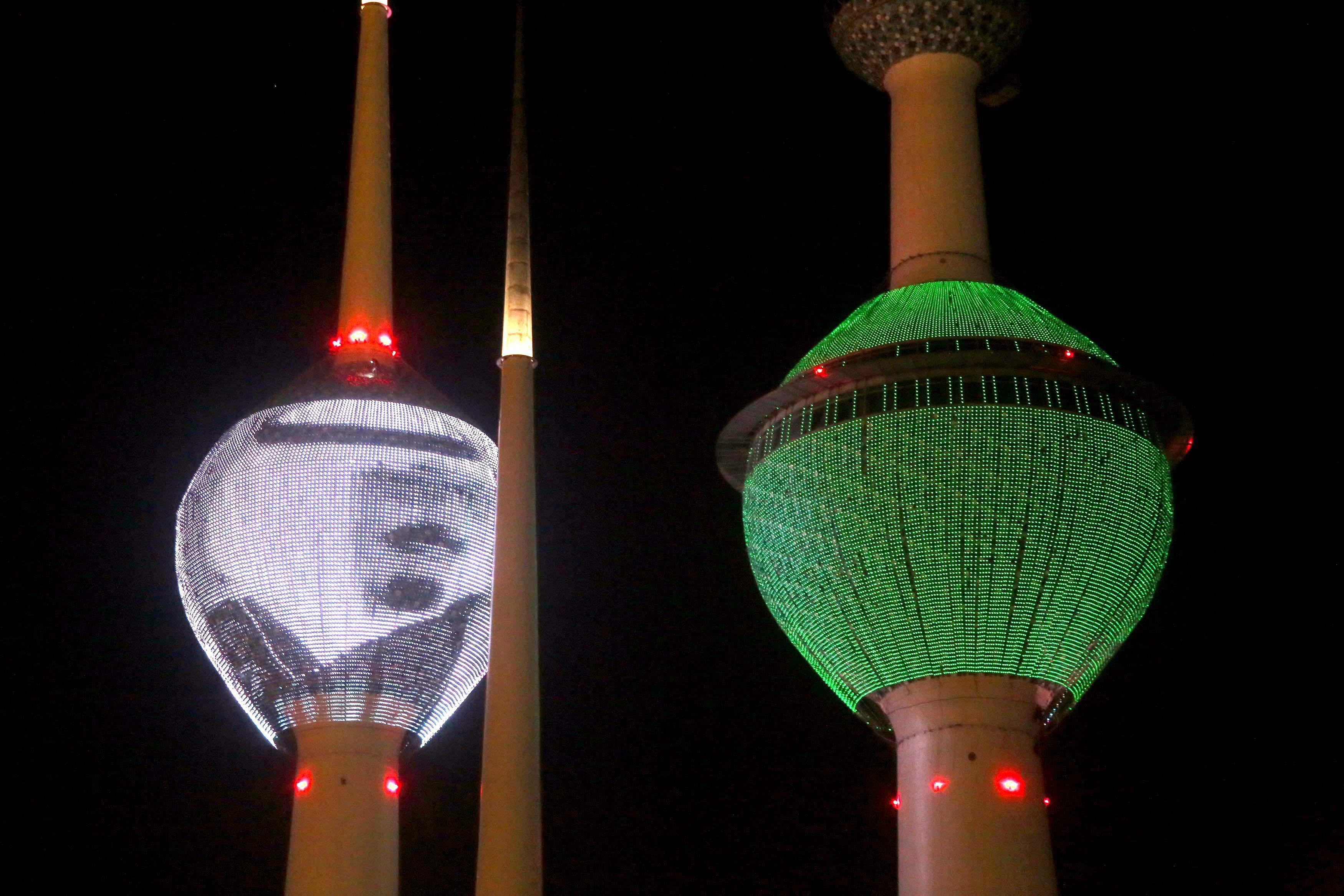 الكويت تنكس أعلامها وترفع علم السعودية وصورة الملك عبدالله على أبراجها - CNNArabic.com