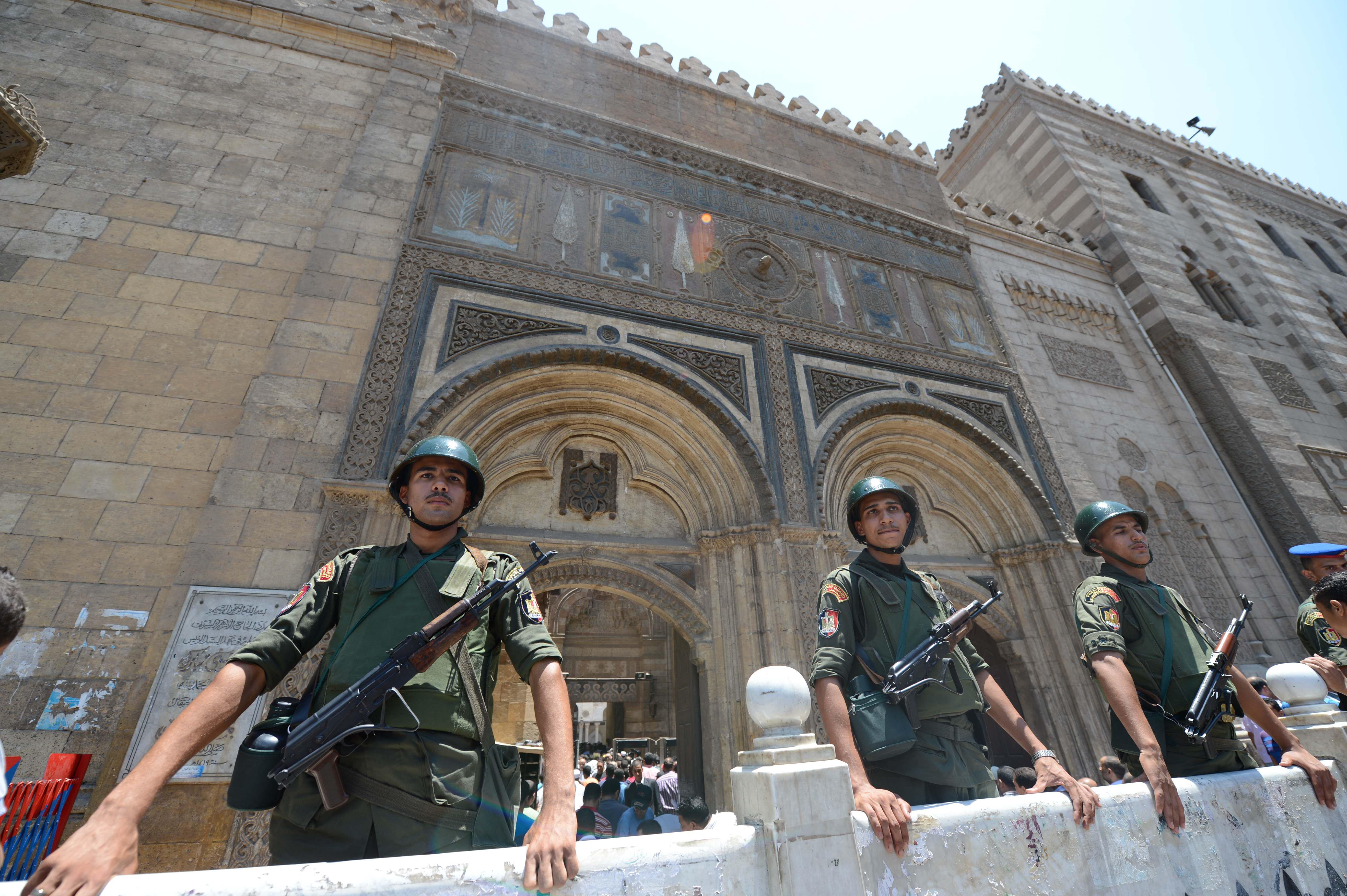 مصر: جدل  تحليل وتحريم  شهادات قناة السويس الجديدة يصل منابر المساجد.. ومواقف للأزهر والافتاء - CNNArabic.com