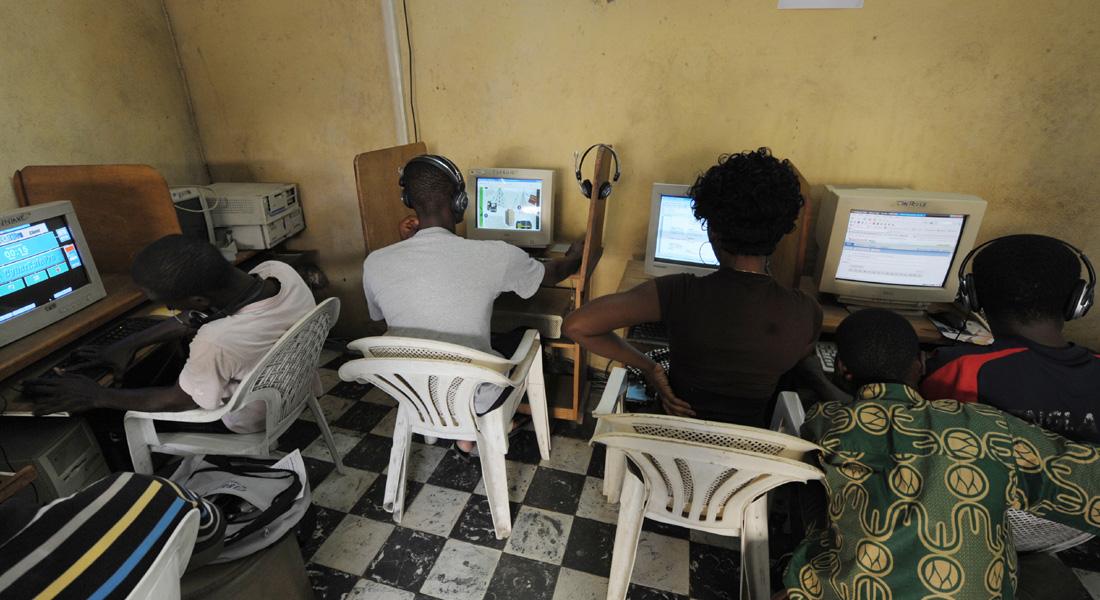 ما سبب تعذر وصول 4.2 مليار شخص للإنترنت؟ وكيف ستغير شبكة المعلومات حياة العديد من النساء في دول العالم الثالث؟
