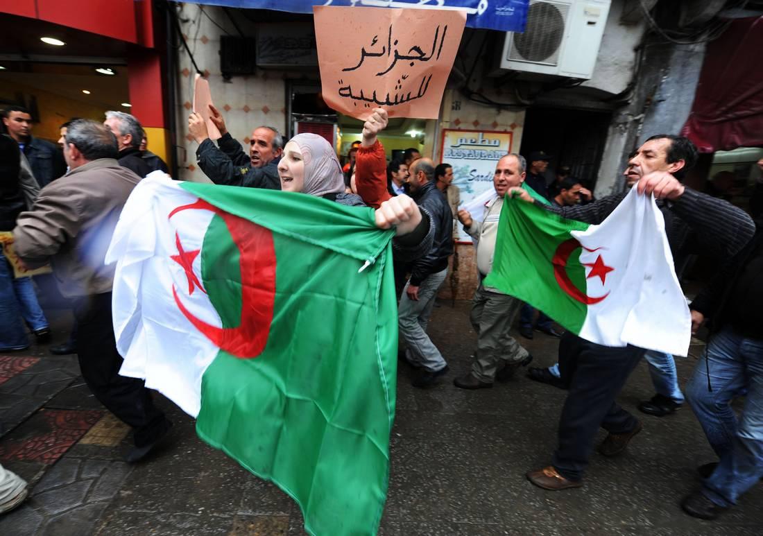 مشروع الدستور الجديد.. هل تلتحق الجزائر بنادي الدول الديمقراطية؟ - CNNArabic.com