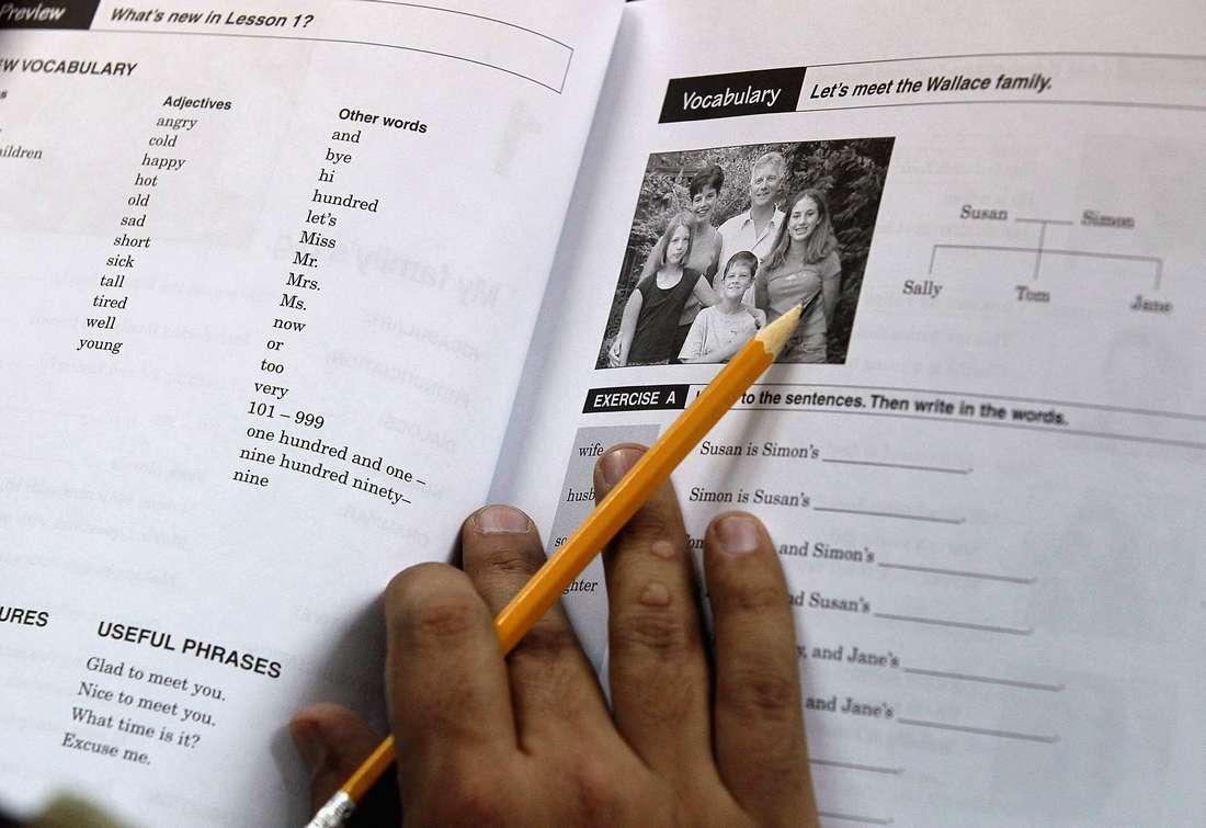 الطبقة السياسية في الجزائر تدعم الإنجليزية لغة أجنبية أولى بدلا عن الفرنسية - CNNArabic.com