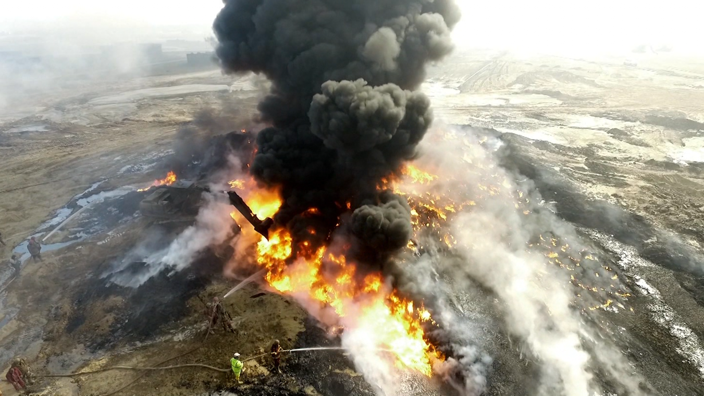 إرث داعش السام: آبار النفط المحترقة تخنق سكان العراق - CNNArabic.com