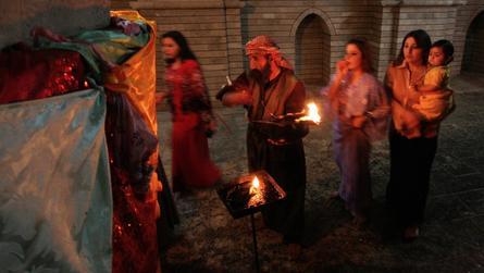"""عدسة CNN ترصد طقوس الأيزيديين في معبد """"لالش"""".. ودعوات بالعودة إلى سنجار"""