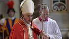 """داود أوغلو يرد على البابا بسبب """"مذابح الأرمن"""": قدم لنا كشف حساب بقتلى المسلمين في محاكم تفتيش الأندل"""