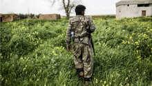 مقاتل كردي في ضواحي كوباني