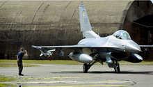 """مقاتلات تركية تلاحق طائرة حربية روسية.. وأنقرة تستدعي السفير الروسي احتجاجا على """"انتهاك"""" مجالها الجوي"""