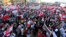 """لبنانيون يقتحمون وزارة البيئة مع انتهاء مهلة """"طلعت ريحتكم"""".. والحملة رداً على وزير الداخلية: تمويلنا من مواطنين"""