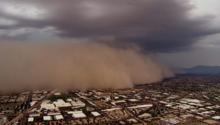 عاصفة رملية ضخمة ورياح عاتية تجتاح ولاية أريزونا الأمريكية