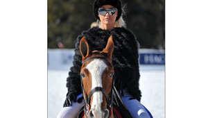 بالصور.. مشاهير ونجوم يعشقون الأحصنة