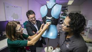حمالة صدر أوتوماتيكية.. تبشر بحل جديد لمشاكل النساء
