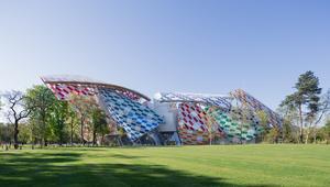 فكرة بسيطة حولت متحفاً بأسره إلى عمل فني يتراقص بالألوان