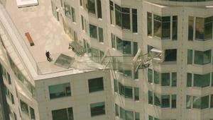 عش تجربة الانزلاق بسماء لوس أنجلوس عبر ممر زجاجي