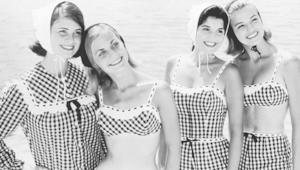 كيف تحول ثوب السباحة من الفستان إلى البيكيني عبر التاريخ؟