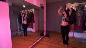 """فن الرقص الشرقي """"يتمايل"""" من جديد على المسارح المصرية"""