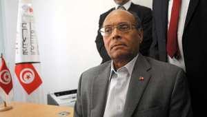 الرئيس التونسي المؤقت محمد المنصف المرزوقي خلال تقديمه أوراق ترشحه للجنة العليا المستقلة للانتخابات في تونس العاصمة 20 سبتمبر أيلول 2014