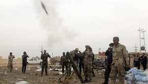 مقاتلون عراقيون من الحشد الشعبي يطلقون قذيفة باتجاه مواقع داعش في تكريت 12 مارس/ آذار 2015