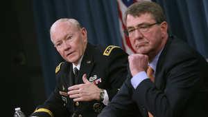 رئيس هيئة الأركان المشتركة الأمريكية الجنرال مارتن ديمبسي، ووزير الدفاع أشتون كارتر، في مؤتمر صحفي بالبنتاغون 16 أبريل / نيسان 2015