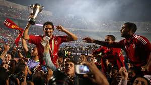 لاعبو نادي الأهلي المصري بعد فوزه في المباراة النهائية لكأس الكاف لكرة القدم