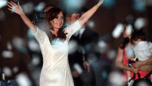 الرئيسة الأرجنتينية كريستينا فرنانديز دي كيرشنر بعد القاء كلمة في يومها الأخير في السلطة بالقصر الحكومي في بوينس آيرس