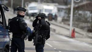 """الشرطة الفرنسية: اعتقال شخص بحوزته أسلحة وذخيرة ومصحف قرب """"ديزني لاند"""""""