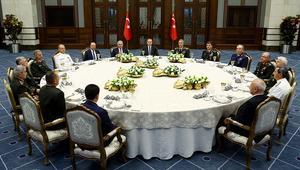 تركيا: المجلس العسكري الأعلى يقرر استمرار رئيس الأركان وقادة القوات الجوية والبرية والبحرية في مناصبهم