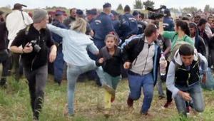 ما الحكم الذي تلقته المصورة المجرية لركلها وعرقلتها لاجئين سوريين؟