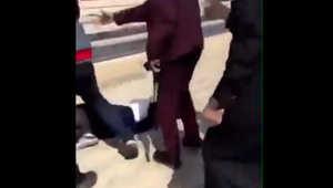 سحل فتاة أمام مركز تجاري في الرياض.. واتهامات للهيئة بالتسبب في تعريتها