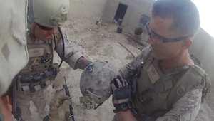 رصاصة قناص على رأس جندي تسجلها كاميرا مثبتة على الخوذة