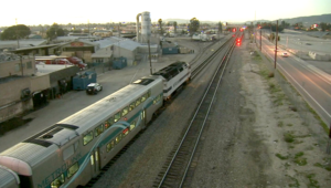 قطار يدهس مقدم برامج رياضية خلال تصوير حركات على سكته