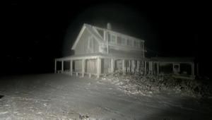 منزل يتحول لبلورة جليدية جراء العاصفة التي تجتاح أمريكا