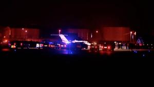 طائرة تعلق في أرض طينية قرب المدرج بأمريكا