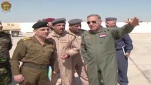 وزير الدفاع العراقي يشرف على الضربات الجوية