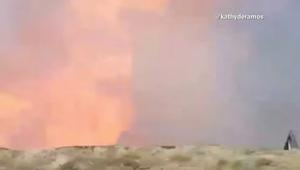 لحظة انفجار هائل في ميدان للرماية بكاليفورنيا