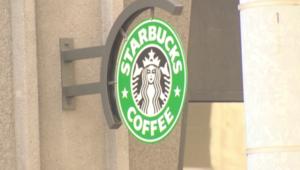 الملايين يتكدسون لنيل قهوة مجانية من ستاربكس بعد تعطل صناديق القبض