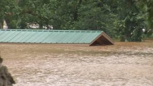 بالفيديو.. فيضان يحطم الأرقام القياسية في تكساس منهيا 5 أعوام من الجفاف