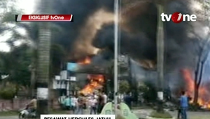 بالفيديو.. تحطم طائرة إندونيسية فوق حي سكني