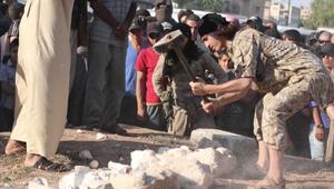 داعش يدمر تماثيل مهربة من تدمر ضبطها في حلب