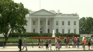 سياج بمسامير حادة يحول البيت الأبيض لقصر مخيف