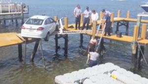 حادث سيارةغريب من نوعه! القفز بالماء للنجاة