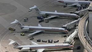 لحظات رعب لركاب طائرة أمريكية بسبب دخان