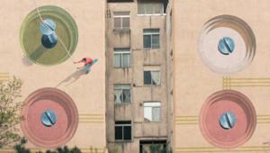 رسّام يحول جدران طهران إلى لوحات فنية