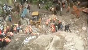 المشاهد الأولية بعد كارثة انهيار مبنى سكني في الهند