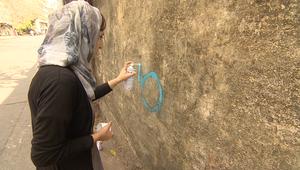 مالينا سليمان أفغانية تتحدى البرقع برسوماتها