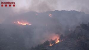 شاهد.. 30 فريقا للسيطرة على حرائق غابات بإسبانيا