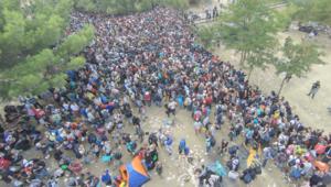 مصاعب وآلام اللاجئين السوريين عبر الحدود اليونانية